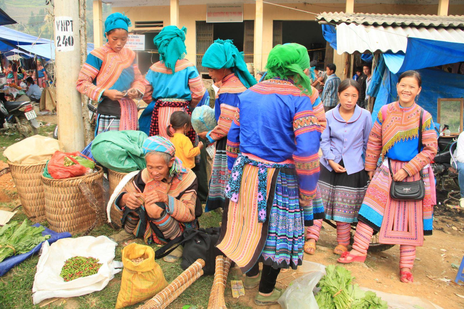 A fascinating local market in Sapa