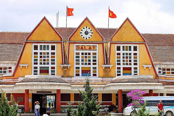 Da Lat Train Station - Visitor can hop on for a 5 km ride to enjoy the countryside and reach Linh Phuoc Pagoda