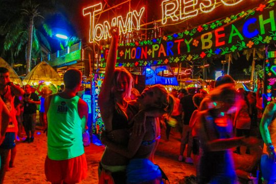 Full moon party in Thailand – go wild once in a while