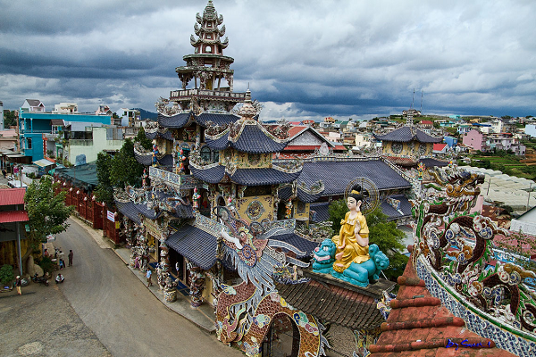 Linh Phuoc Pagoda - a sophisticated mosaic architecture and charming character of the southern Asia