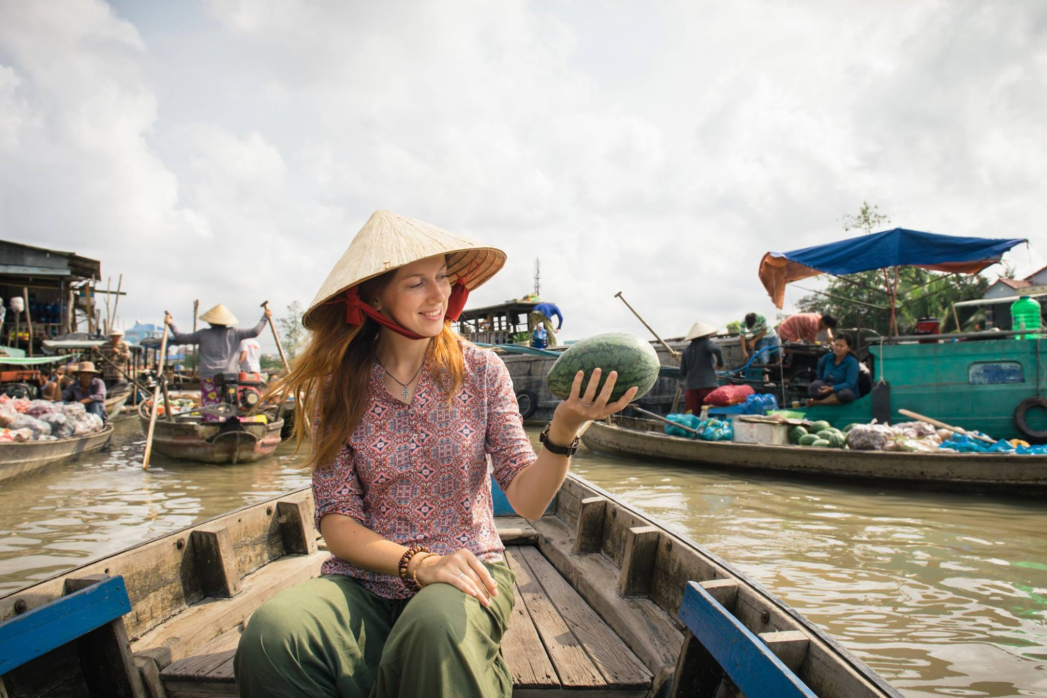 The bustling trading scene of Cai Rang floating market