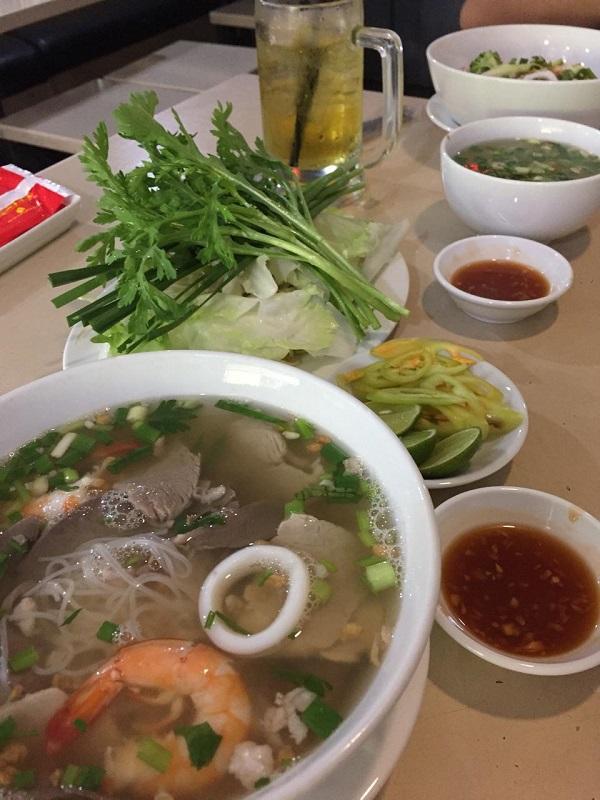 """Hu Tieu Quynh – """"Wet"""" Hu Tieu"""