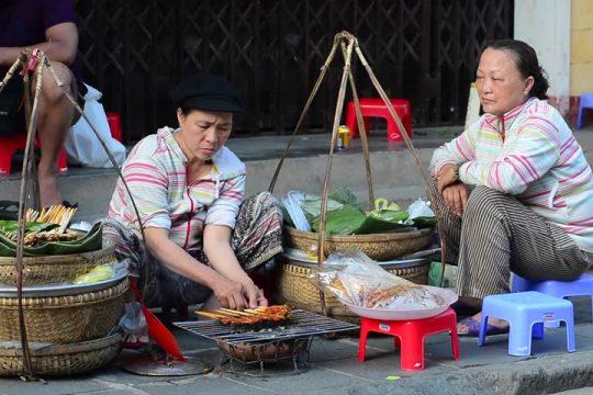 EXPLORE SAIGON STREET FOOD IN ONE DAY