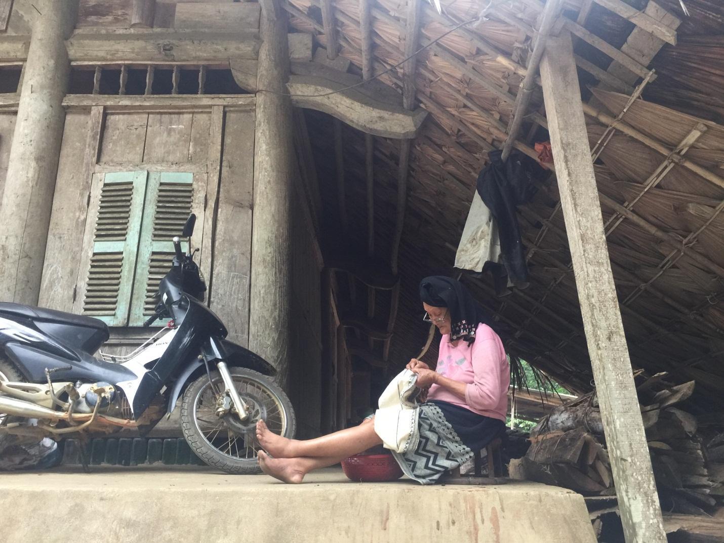 Local people in Da Bac