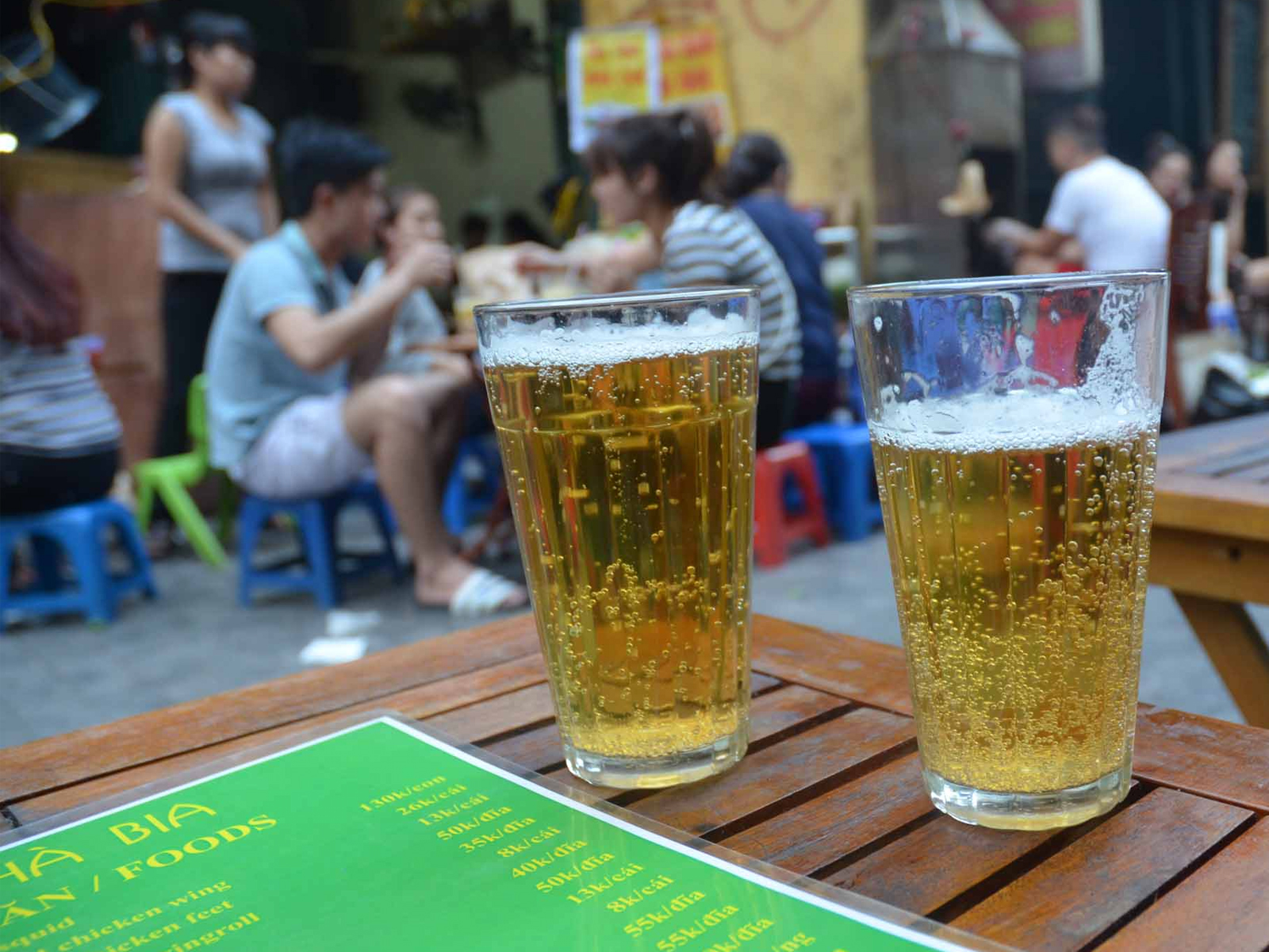 enjoy-the-yummy-Hanoi-street-foods
