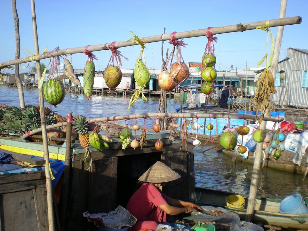 floating-market-in-mekong-delta