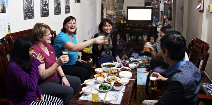 dining-with-local-home-in-hanoi