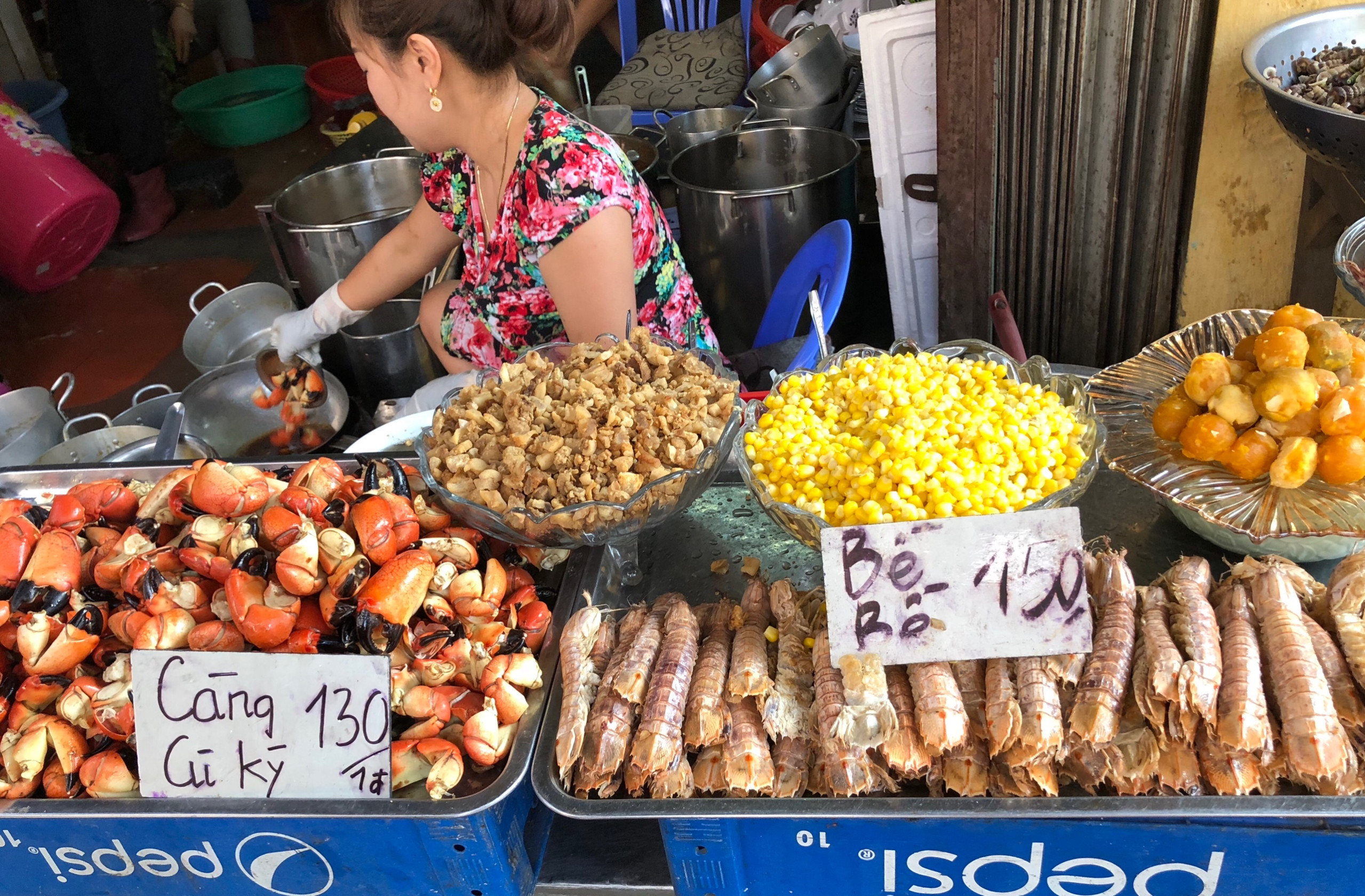 Enjoy street food in your travel to Vietnam