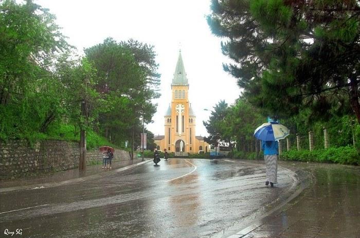 Da-Lat-in-the-rain