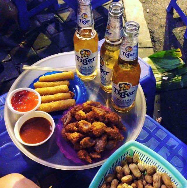 Enjoy street food, drink some beers in Ta Hien