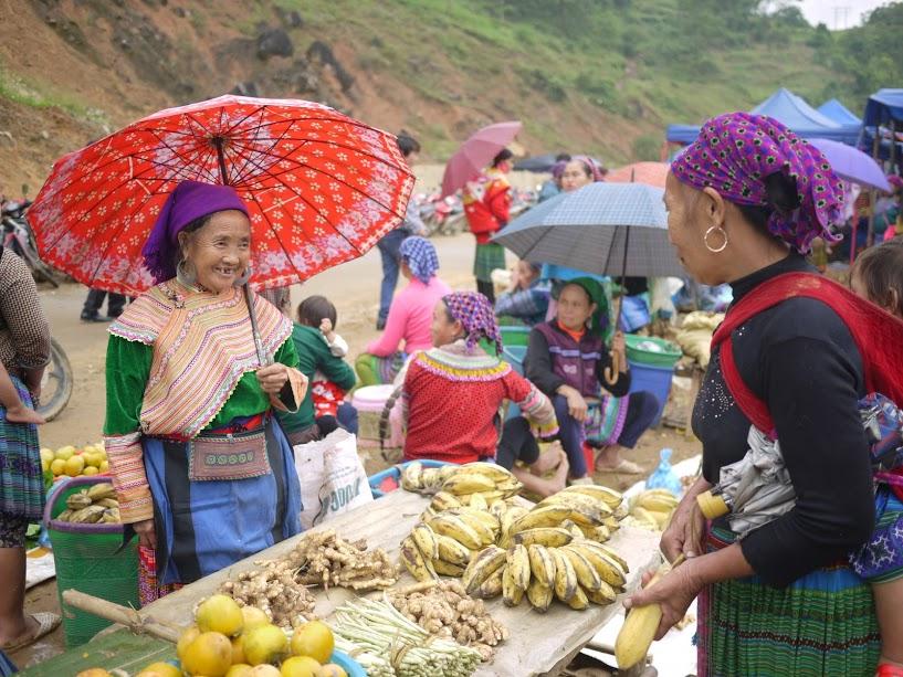 Sapa Can Cau Market