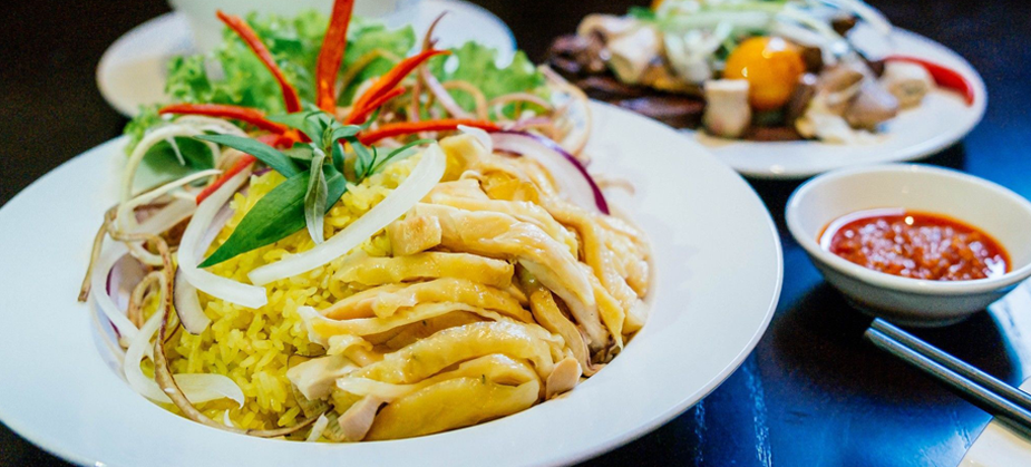 Chicken rice – a special treasure you should try during your Hoi An private tours