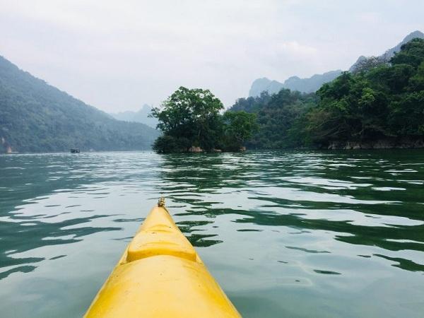 Kayaking-in-green-space