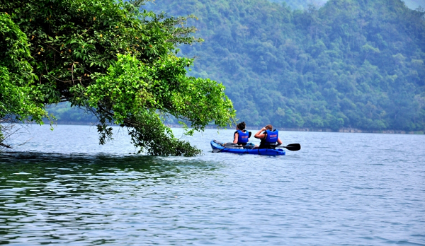 Kayaking-is-still-a-new-way-to-discover-Ba-Be-Lake