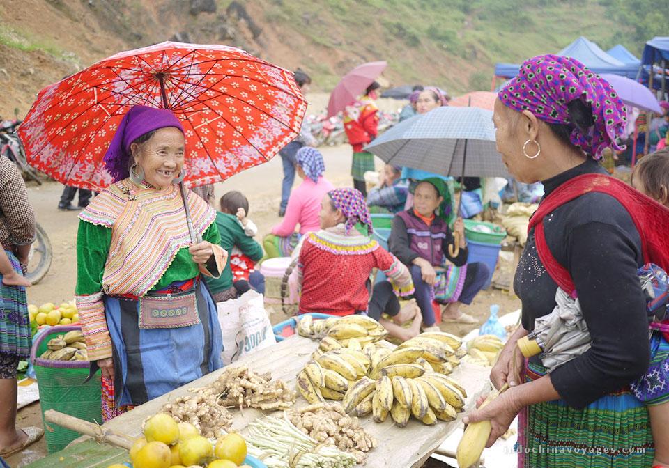Can Cau market in Sapa