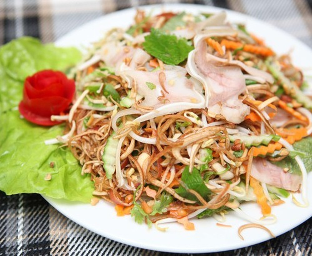 A plate of nom hoa chuoi provides several kinds of cellulose