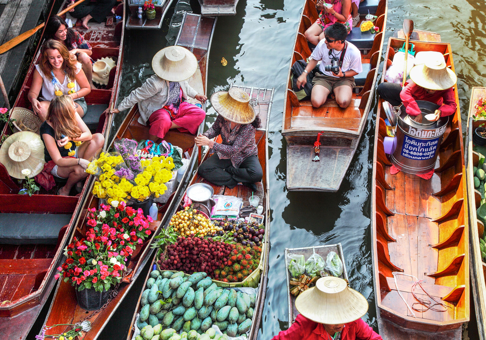 the floating market of Damnoen Saduak