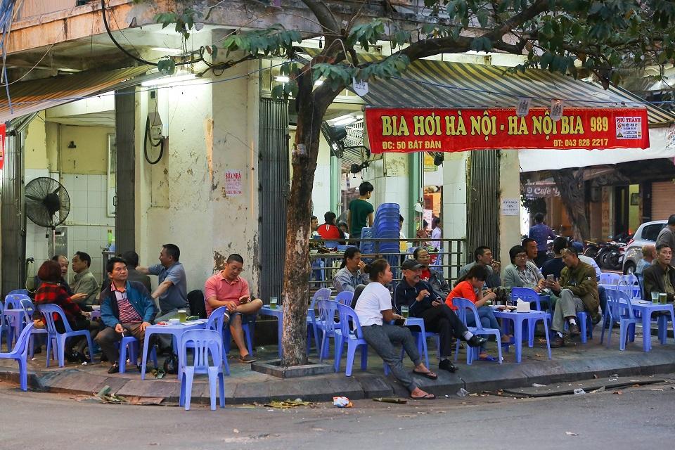 Bia hoi in Hanoi