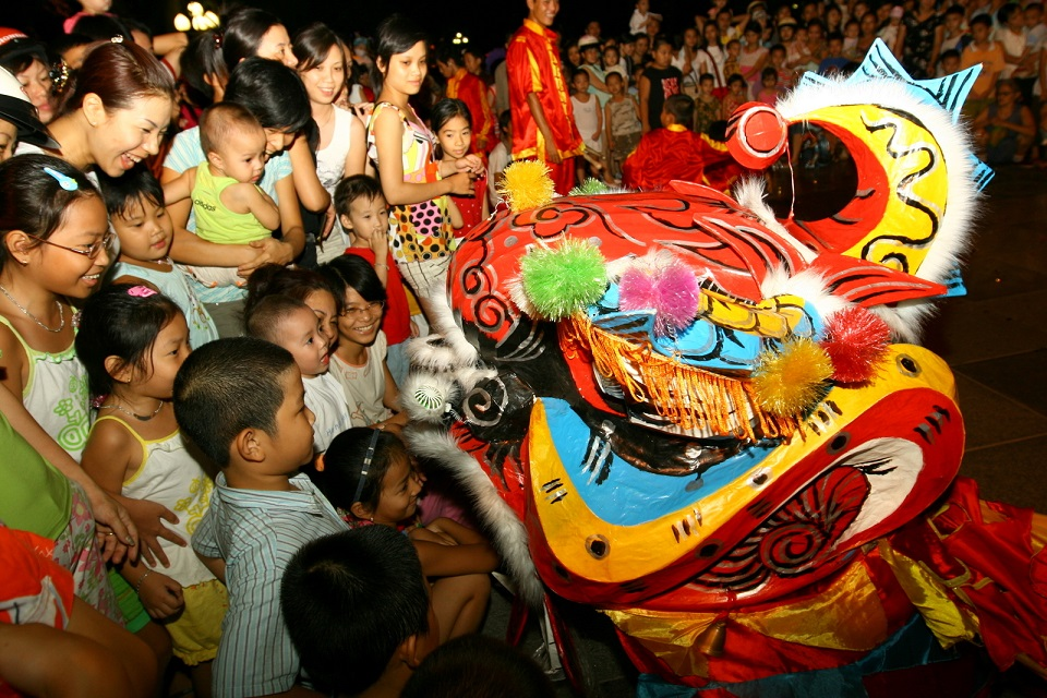 Lion dance in Mid-Autumn Festival