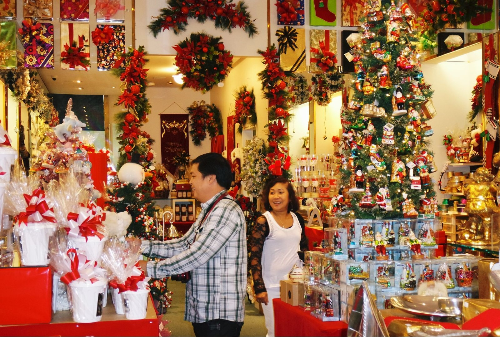 Christmas store in Hang Ma street