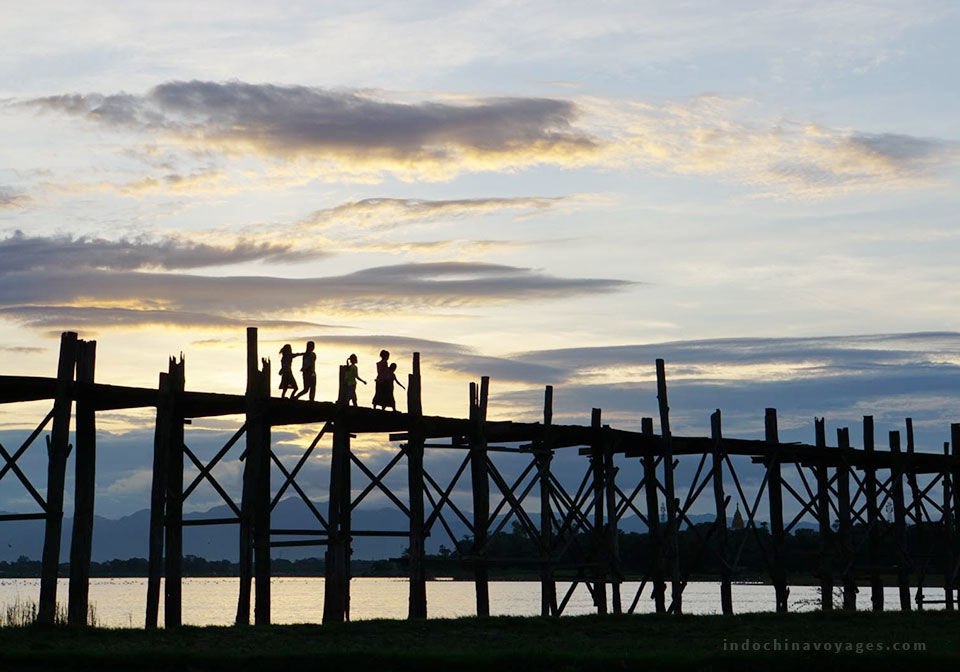 Get up early and catch up the sunrise at U Bein Bridge