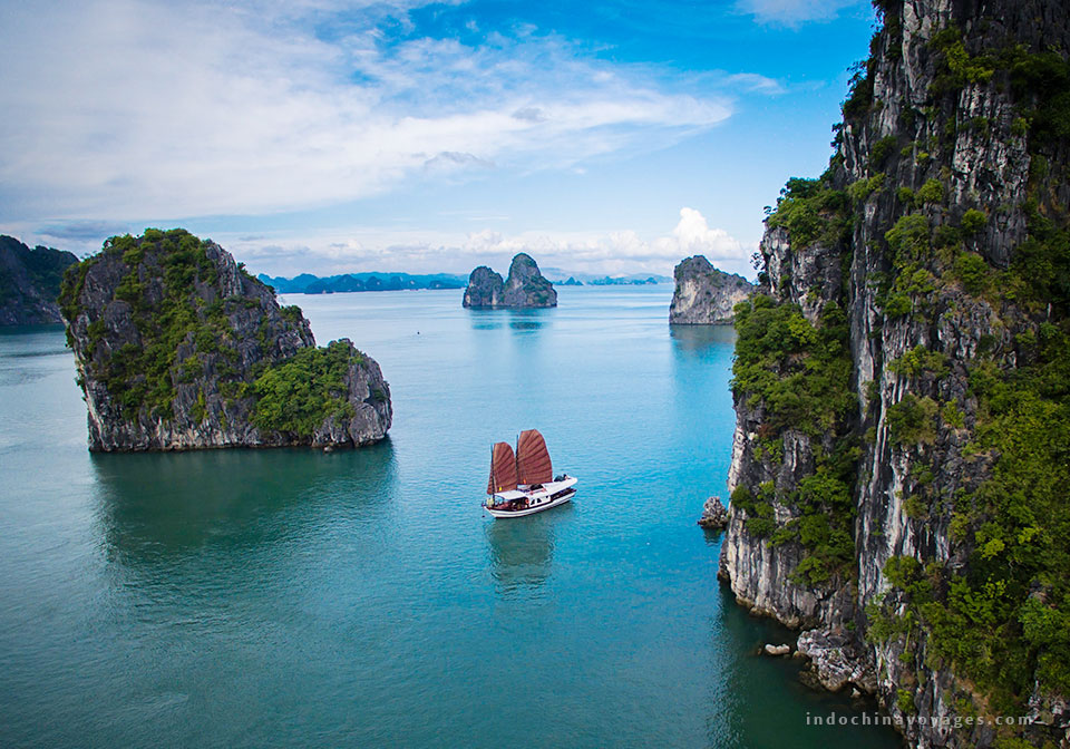 vietnam_itinerary_2_weeks_halong_bay_cruise