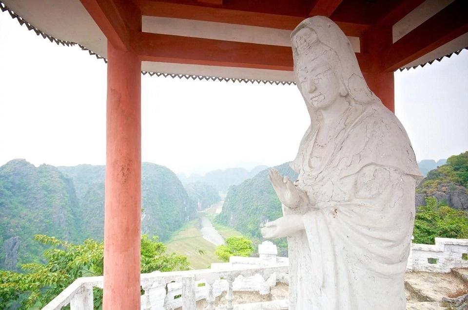 Statue on Mua Mount