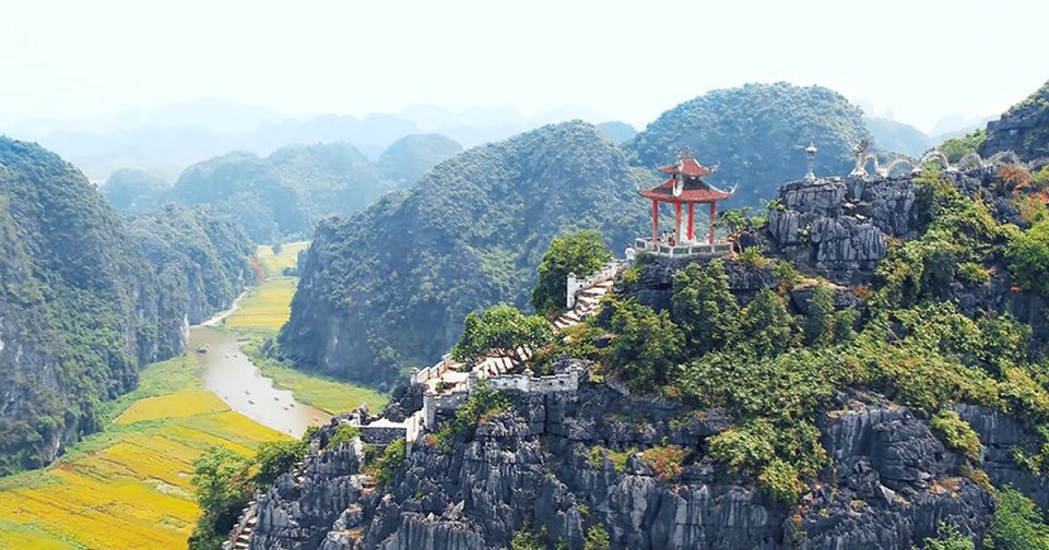 The uniquely amazing beauty of Mua Cave Ninh Binh