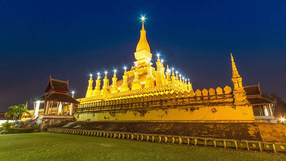 Pha That Luang at night