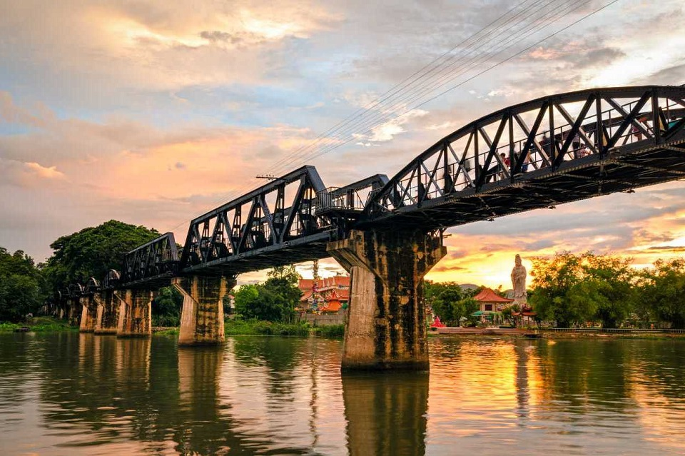 The bridge over River Wai