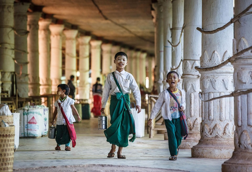 The story of Longyi – An impressive Myanmar traditional dress