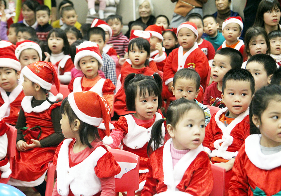 Tiny Santas in Vietnam