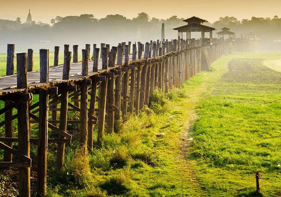U Bein bridge at sunrise