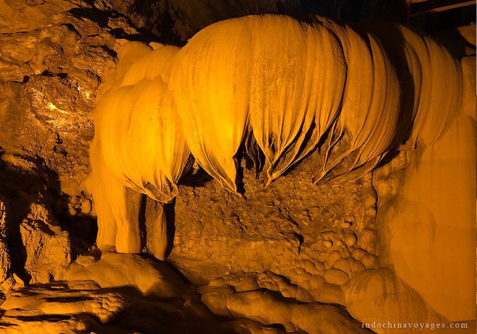 Nguom Ngao Cave