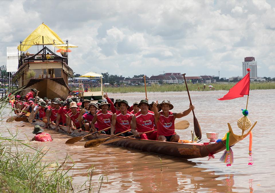 Laos boat racing