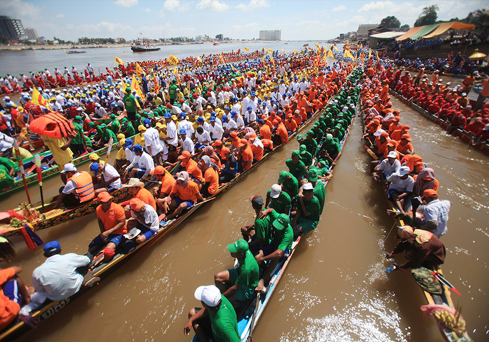 Boat racing on Tonle Sap Lake